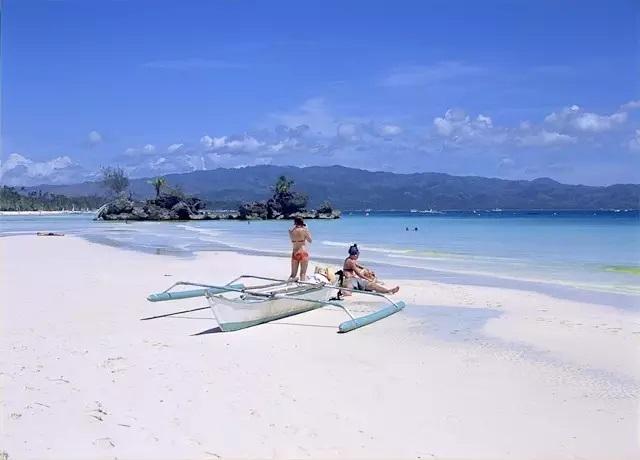 除了潜水,你还可以水上摩托,香蕉船,直升飞机环岛,降落伞,丛林飞跃