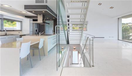 巴塞罗那房产:独栋豪华别墅 77.5万