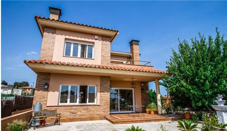 西班牙房产:巴塞罗那海景欧式独栋别墅 62.8万