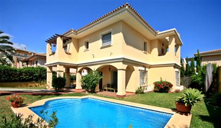 马拉加房产:澳德巴高尔夫独栋别墅 59.9万欧