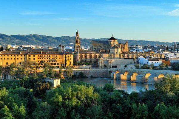 投资西班牙移民条件  找移民中介公司帮忙快速满足条件